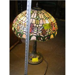 TIFFANY LIKE REPRODUCTION LAMP