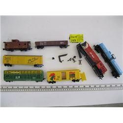 HO GAUGE TRAIN ENGINE & 6 CARS