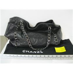 AUTHENTIC CHANEL LARGE BAG USED WITH CARD VIN#11608321
