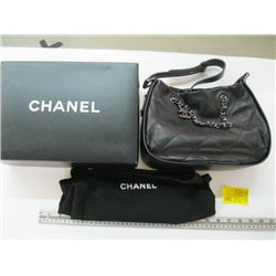 AUTHENTIC CHANEL PURSE WITH CARD #15522721 WITH BAG & BOX (LOOK NEW)