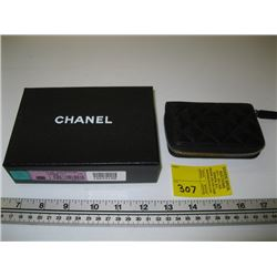SMALL NEW AUTHENTIC CHANEL CHANGE PURSE 18629180 WITH CARD AND ORGINAL BOX