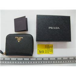 SMALL PRADA ZIPPERED CHANGE CASE WTIH CARD AND ORIGINAL BOX