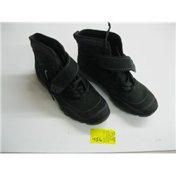 PR OF SIZE 8 1/2 MERRELL HIGH TOP SHOES