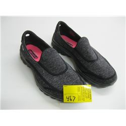 PR OF SIZE 7 1/2 SKETCHERS SLIPPERS