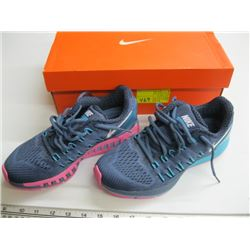 PR OF NIKE SIZE 7 RUNNERS