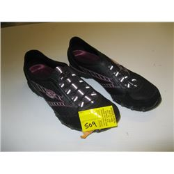 PR OF SKETCHER SIZE 8 SHOES