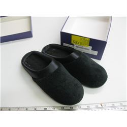PR OF ISOTONER SIZE 7 1/2 - 8 FUZZY SLIPPERS
