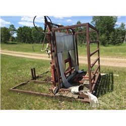 Hydraulic tipping chute with head gate