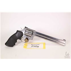 Restricted handgun Smith & Wesson model 686, .357 Mag six shot double action revolver, w/ bbl length