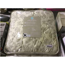 Martha Queen Size 3-Piece Comforter Set