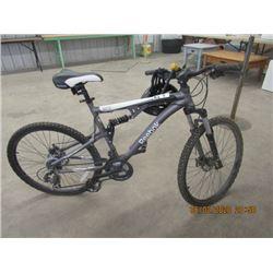 Reebok Antic 26 ALU 215 Spd Peddle Bike w Helmet & Keyed Lock