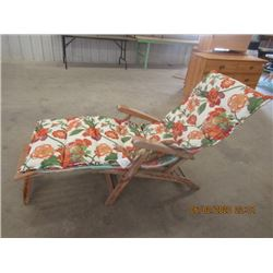 Wood Framed Lounge Chair w Cushion