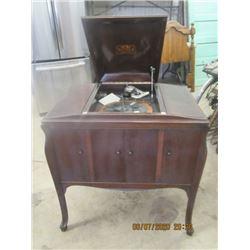 Victorola Cabinet Gramophone Mdl VV240 Vintage