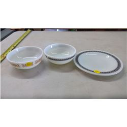 Pyrex Plate and 2 Bowls - Vintage