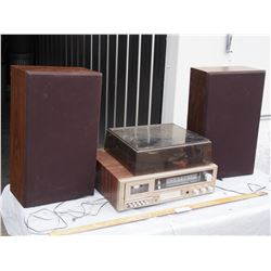Llyod's Am/Fm Cassette and 8 Track Player with Speakers