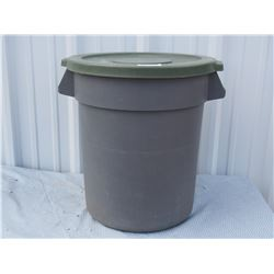 20 Gallon Rubbermaid Brute Plastic Garbage Can with Lid