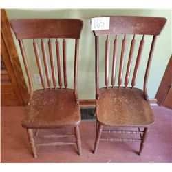 Pair of 2 wooden chairs