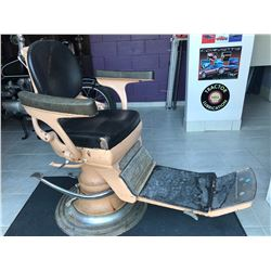 ANTIQUE BARBER SHOP CHAIR