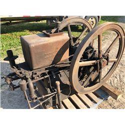 INTERNATIONAL HARVESTER FAMOUS MODEL 6 HP PRE 1920 HIT & MISS ENGINE