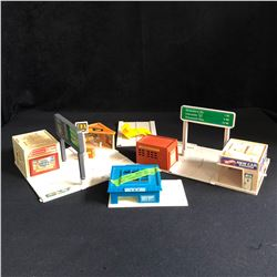 VINTAGE 1970S HOT WHEELS PLAY ACCESSORIES
