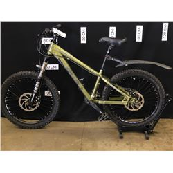 GREEN IRONHORSE YAKUZA 16 SPEED FRONT SUSPENSION MOUNTAIN BIKE WITH FRONT AND REAR DISC BRAKES, 74
