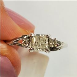 14K WHITE GOLD DIAMOND (0.6CT) DIAMOND(0.05CT) RING