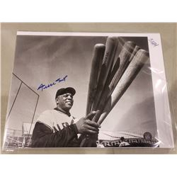 WILLIE MAYS SIGNED PHOTOGRAPH WITH SAY HEY KID AUTHENTICATION HOLOGRAM, EXCELLENT CONDITION