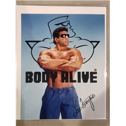 """LOU FERRIGNO SIGNED PHOTOGRAPH WITH CERTIFICATE OF AUTHENTICITY. KNOWN IS ROLE AS """"THE INCREDIBLE"""