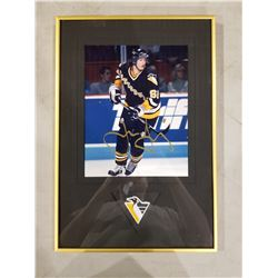 JAROMIR JAGR SIGNED AND PROFESSIONALLY FRAMED PITTSBURGH PENGUIN PHOTOGRAPH WITH CERTIFICATE OF