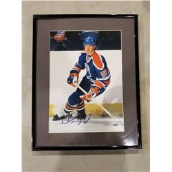 WAYNE GRETZKY SIGNED AND FRAMED EDMONTON OILERS PICTURE WITH CERTIFICATE OF AUTHENTICITY. EXCELLENT