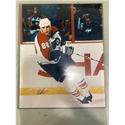 ERIC LINDROS SIGNED PHILADELPHIA FLYERS 16 X 20 PHOTOGRAPH WITH CERTIFICATE OF AUTHENTICITY.