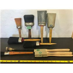 JOB LOT OF ANTIQUE PAINT BRUSHES