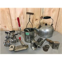 MISC VINTAGE KITCHEN UTENSILS