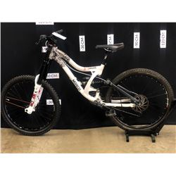 WHITE NORCO SHORE 9 SPEED FULL SUSPENSION DOWNHILL MOUNTAIN BIKE WITH FRONT AND REAR HYDRAULIC DISC