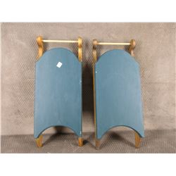 2 Sleigh Stands