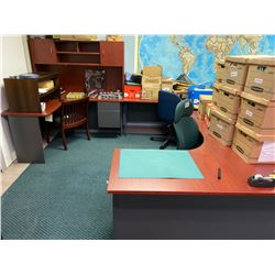 LARGE U-SHAPED EXECUTIVE PROGRAMMER'S SUITE WITH 2 CORNER DESKS, L SHAPE DESK AND HUTCH