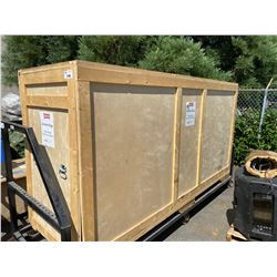 LARGE CRATE WITH EXTREME BUGS LARGE FORMAT GRAPHICS.  SPANISH AND ENGLISH LANGUAGE.