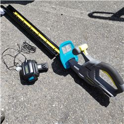 YARDWORKS 20 VOLT CORDLESS HEDGE TRIMMER WITH BATTERY AND CHARGER WORKING