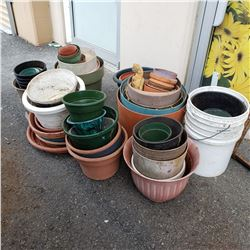 LOT OF VARIOUS SIZED PLANTERS