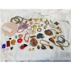 2 TRAYS AND JAR OF PENDENTS, NECKLACES, JEWELRY