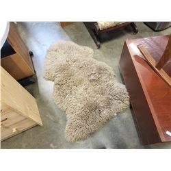 BEIGE SHEEP SKIN RUG