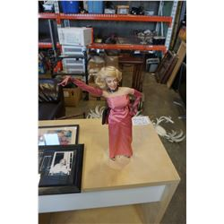 VINTAGE ROY ROGERS ADVERT AND MARILYN MONROE PLAQUE AND FIGURE