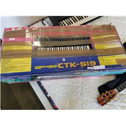 CTK-519 KEYBOARD W/ STAND AND BOX