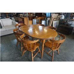 ROUND MAPLE DINING TABLE W/ 2 LEAFS AND 6 CHAIRS