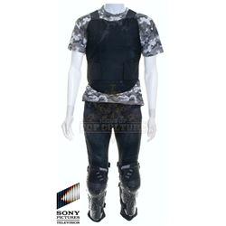 Future Man (TV) – Josh Futturman's (Josh Hutcherson) Outfit – FM108