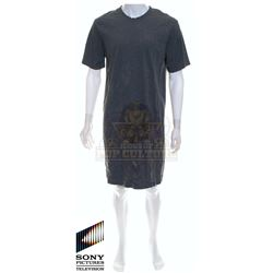 Future Man (TV) – Josh Futturman's (Josh Hutcherson) Extra Long Smock/T-Shirt – FM254