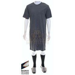 Future Man (TV) – Josh Futturman's (Josh Hutcherson) Extra Long Smock/T-Shirt Outfit – FM119