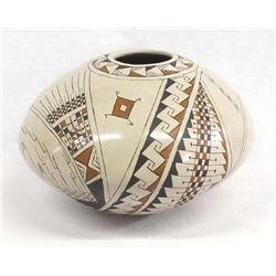 Mata Ortiz Pottery Jar by Celia Lopez