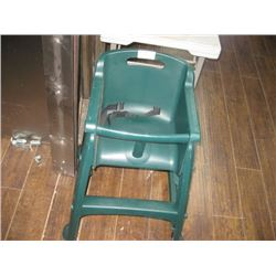 RUBBERMAID GREEN KIDS HIGH CHAIR