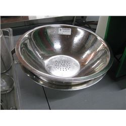 LARGE ASSORTED METAL BOWLS AND STRAINERS